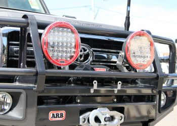Photo ARB-INTENSITY-Spotlight-Installation-ARB-Bullbar-Landcruiser-76
